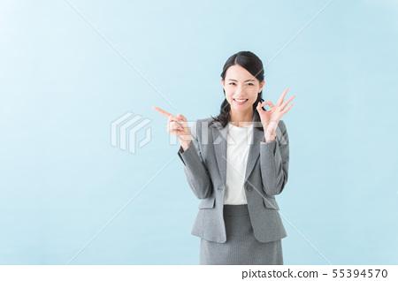 20多歲女性灰色西裝 55394570