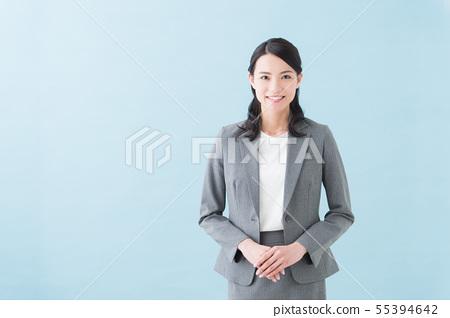 20多歲女性灰色西裝 55394642