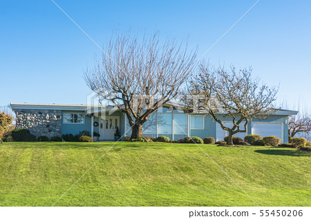 Ranch style residential house with big front yard 55450206