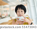 Asian woman hold a cup of coffee 55473043