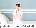在卧室里的年轻女子 55474580