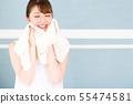 침실에있는 젊은 여성 55474581
