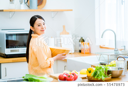 Young lady (kitchen) 55478973