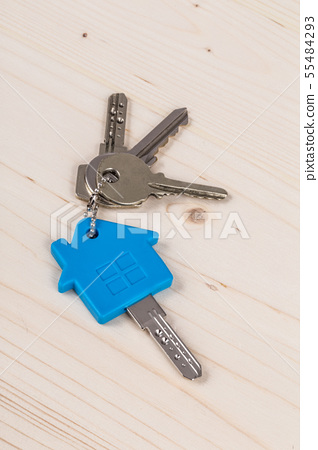 Keys for house on wooden table 55484293