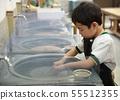 孩子刮石頭 55512355