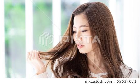 여성 갈색 머리 55534031