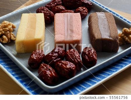 한국의 음식 떡 카스테라와 대추, 호두 55561756