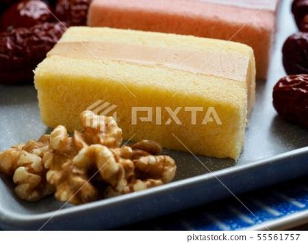 한국의 음식 떡 카스테라와 대추, 호두 55561757