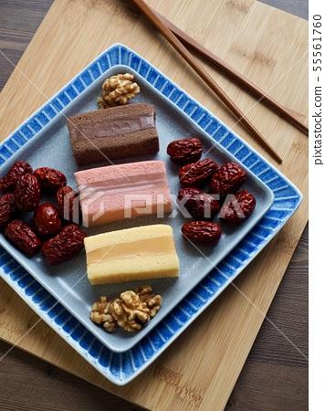 한국의 음식 떡 카스테라와 대추, 호두 55561760