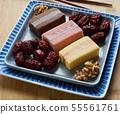 한국의 음식 떡 카스테라와 대추, 호두 55561761