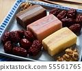 한국의 음식 떡 카스테라와 대추, 호두 55561765