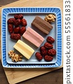 한국의 음식 떡 카스테라와 대추, 호두 55561833
