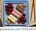 한국의 음식 떡 카스테라와 대추, 호두 55561834