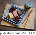 한국의 음식 떡 카스테라와 대추, 호두 55561835