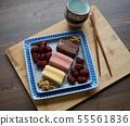 한국의 음식 떡 카스테라와 대추, 호두 55561836