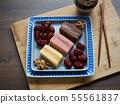 한국의 음식 떡 카스테라와 대추, 호두 55561837