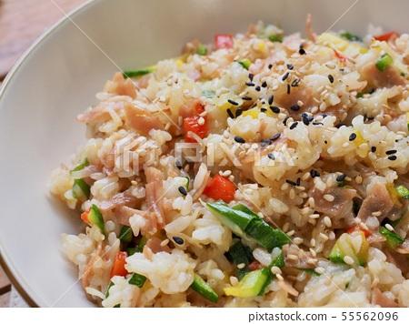 아시아 음식 야채 볶음밥  55562096