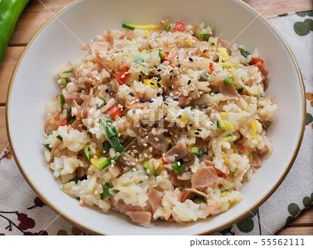 아시아 음식 야채 볶음밥  55562111