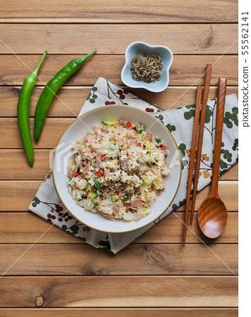 아시아 음식 야채 볶음밥  55562141