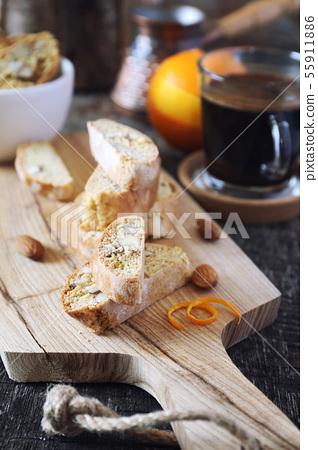Italian cookies: almond cantuccini and coffee 55911886