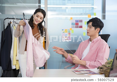 Office life concept, two asian business partners working in office 398 56007529