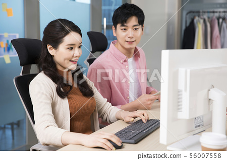 Office life concept, two asian business partners working in office 418 56007558