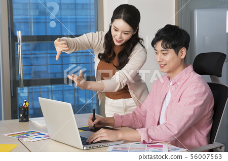Office life concept, two asian business partners working in office 347 56007563