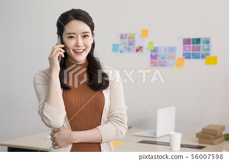 Office life concept, two asian business partners working in office 325 56007598