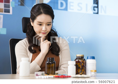 Office life concept, two asian business partners working in office 364 56007621