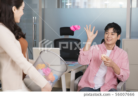 Office life concept, two asian business partners working in office 319 56007666