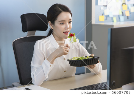 Office life concept, two asian business partners working in office 177 56007705