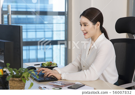 Office life concept, two asian business partners working in office 192 56007832
