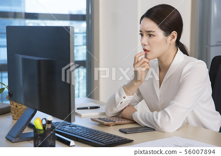 Office life concept, two asian business partners working in office 198 56007894
