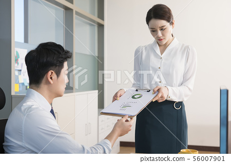 Office life concept, two asian business partners working in office 167 56007901