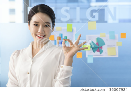 Office life concept, two asian business partners working in office 186 56007924