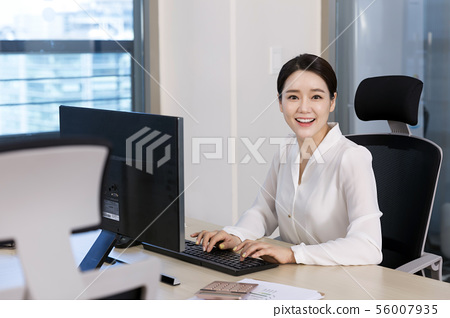 Office life concept, two asian business partners working in office 095 56007935