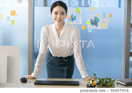Office life concept, two asian business partners working in office 158 56007956