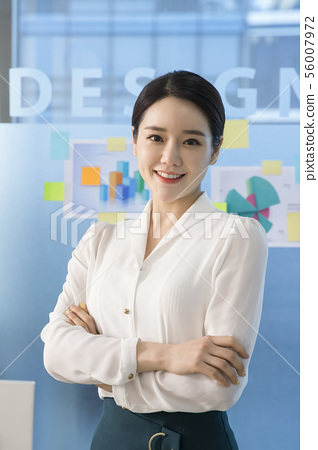 Office life concept, two asian business partners working in office 152 56007972