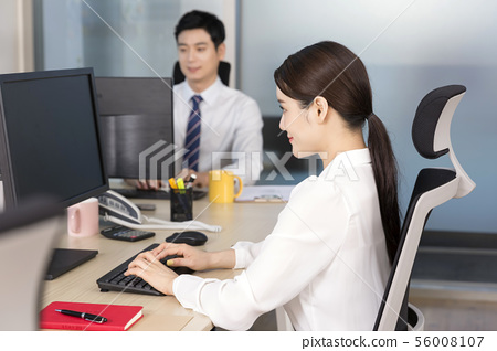 Office life concept, two asian business partners working in office 055 56008107