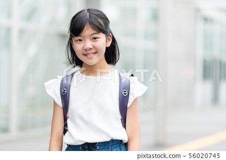 小學女孩學校生活形象 56020745
