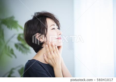 Women beauty 56041017