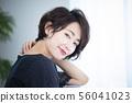 Woman beauty hair care hair 56041023