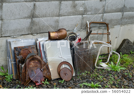 Abandoned miscellaneous goods 56054022