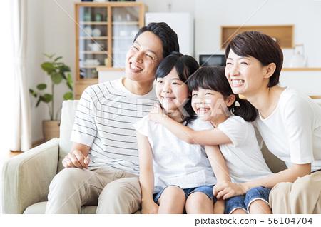가족 부모 가족 여성 아이 56104704