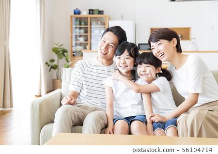 가족 부모 가족 여성 아이 56104714