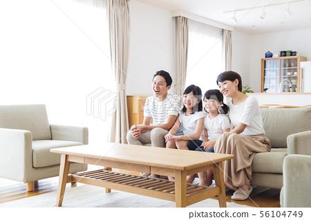 家庭父母和孩子家庭女孩 56104749