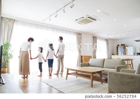 家庭父母和孩子家庭女孩 56252784