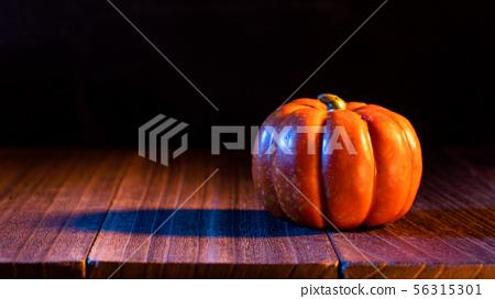 萬聖節 南瓜 燈籠 黑色 背景 Halloween pumpkin lantern ハロウィン 56315301