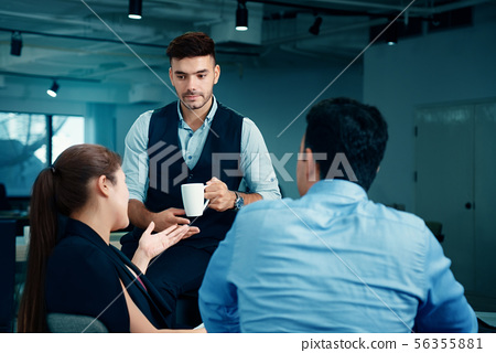 Group Businessmen are meeting And brainstorming 56355881