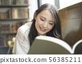 책을 읽는 여자 56385211